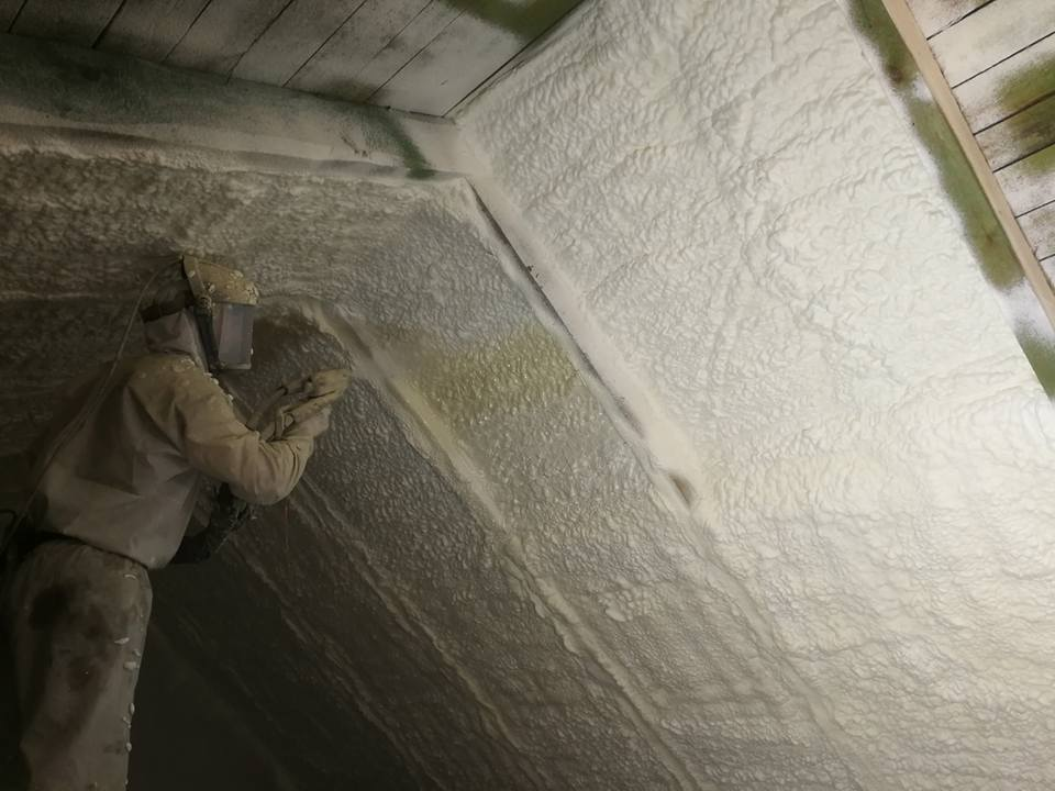 Ocieplenie strychu pianą PUR, miejscowość Szczepankowo, Izolacja Natryskowa wykonana przez IzolPoznań