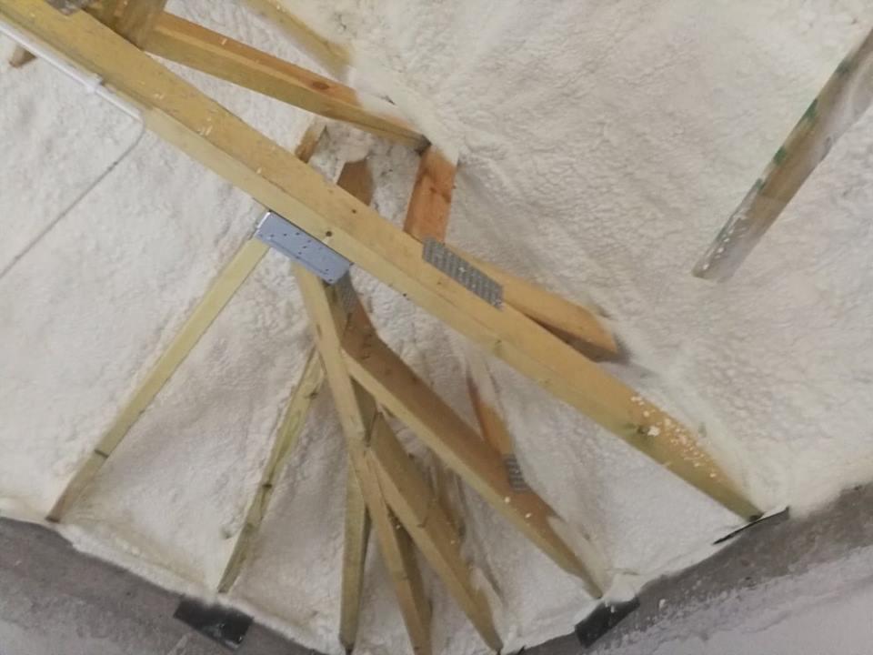 Izolacja pianką PUR stropu, wykonanie IzolPoznań