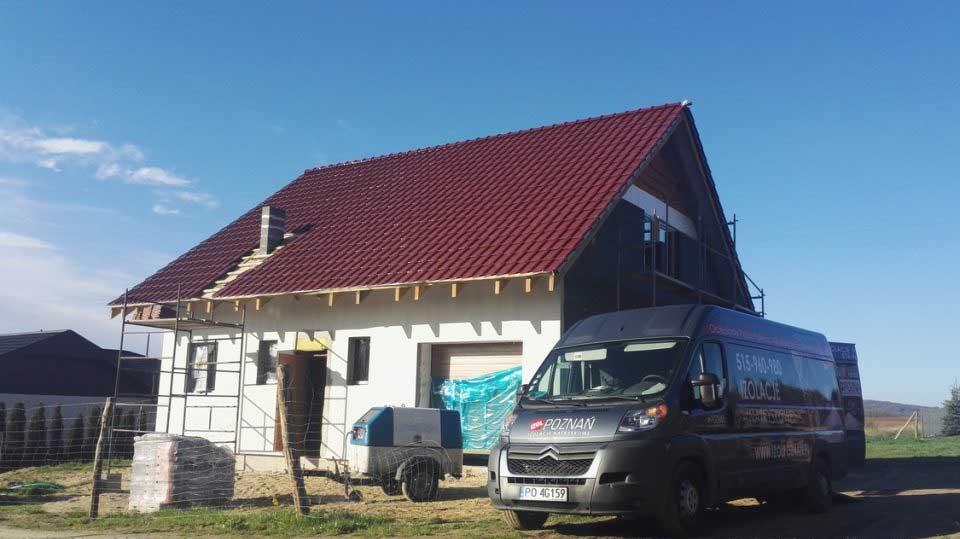 Izolacja stropu dachu, ocieplenie pianą poliuretanową, Chodzież, Izolacje Natryskowe IzolPoznań