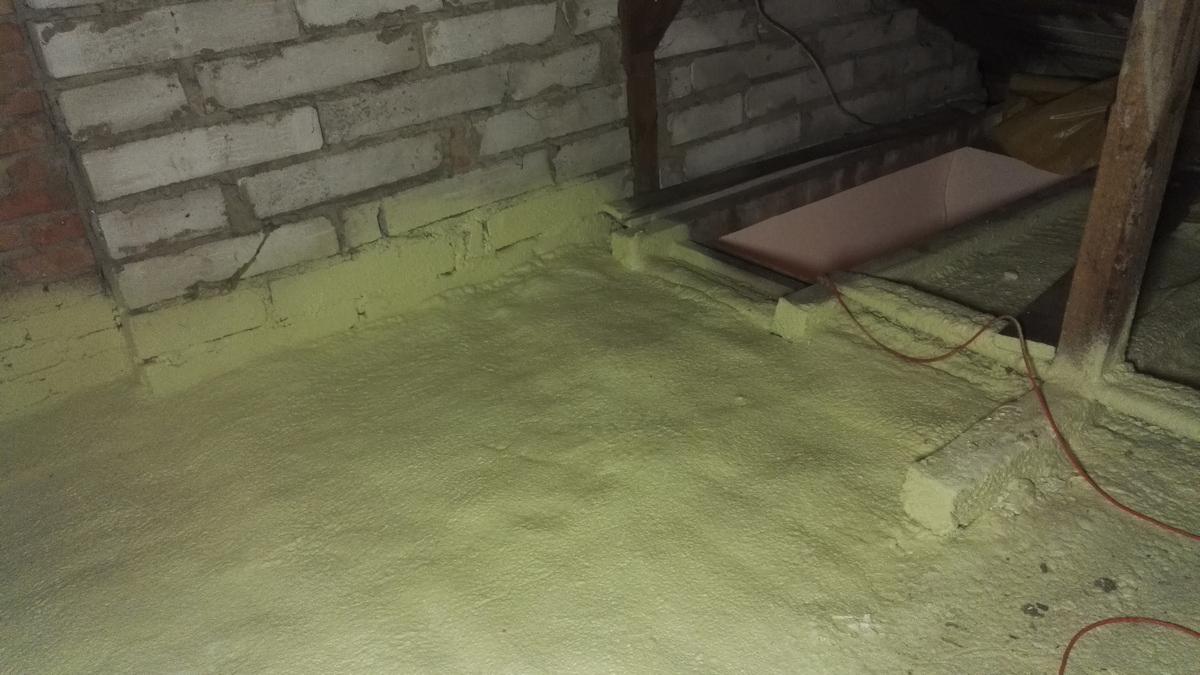 Ocieplenie podłogi poddasza pianą PUR, Jarzykowo Izolacje Natryskowe IzolPoznań
